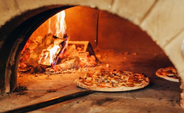 pizzeria forno a legna la casa bianca