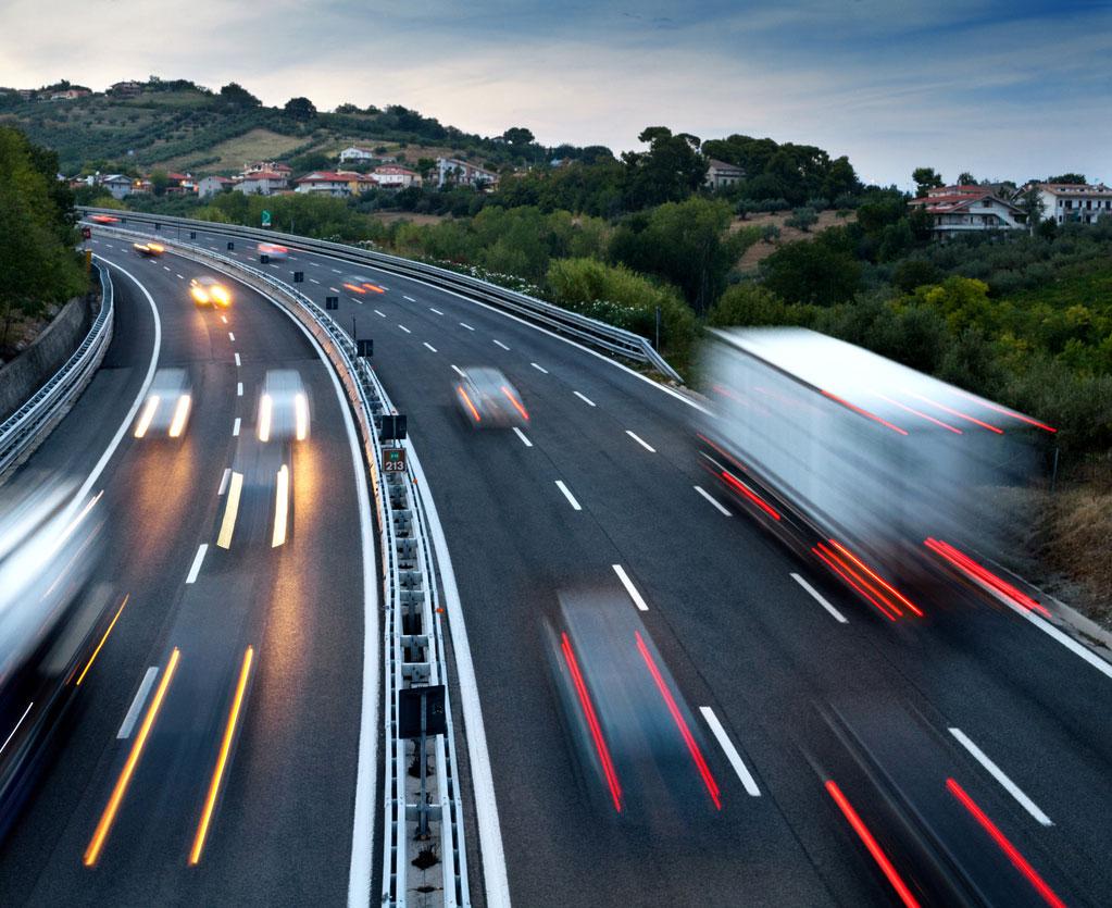 Auto in marcia Benzina e non solo di Milano