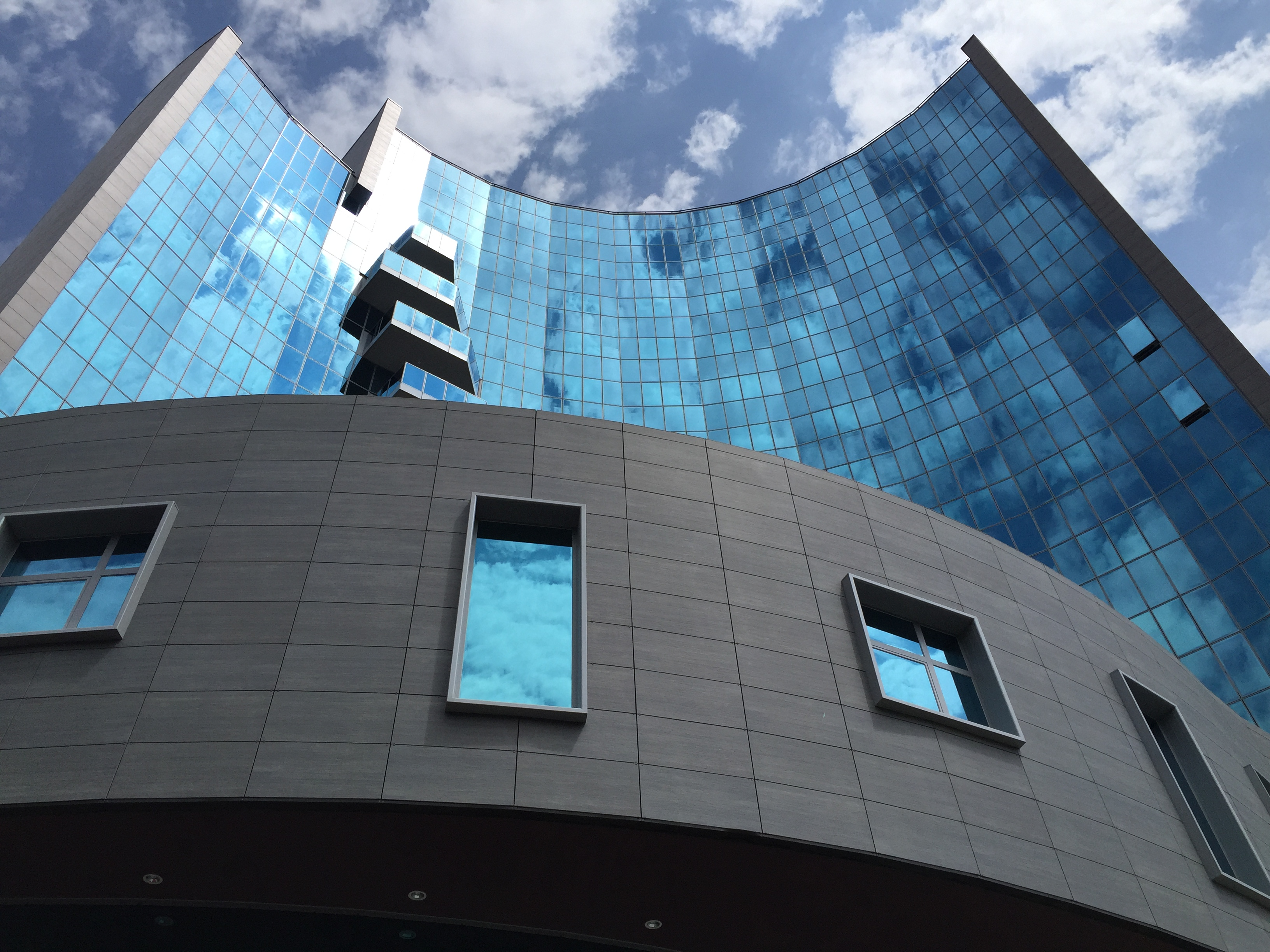 Monte Porzio glass parapets