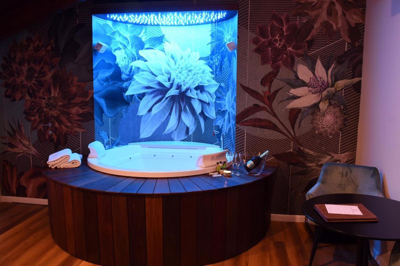 camera con vasca di lusso