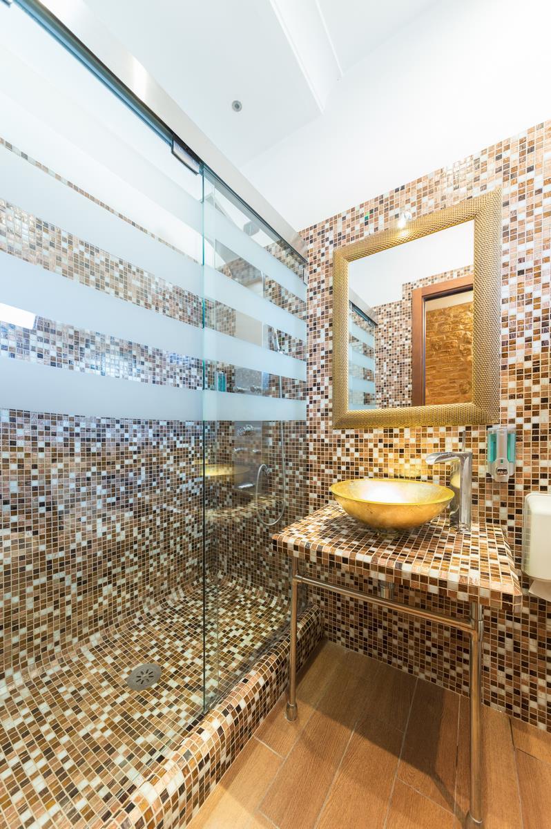 bagno bello grande in hotel
