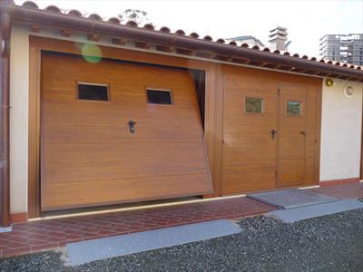 Porta basculante effetto legno