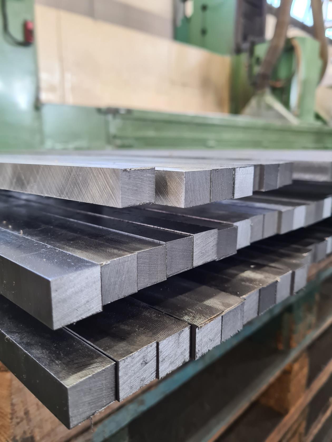prodotti metallici in serie