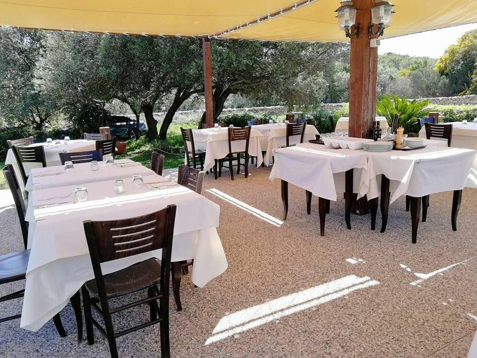 ristorante con spazio all'aperto cala di volpe arzachena