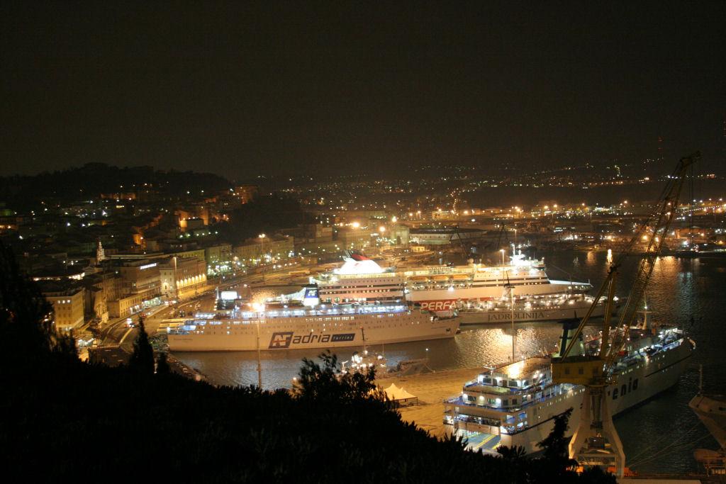 Porto Ancona di Notte CAMAR Agenzia Doganale ad Ancona