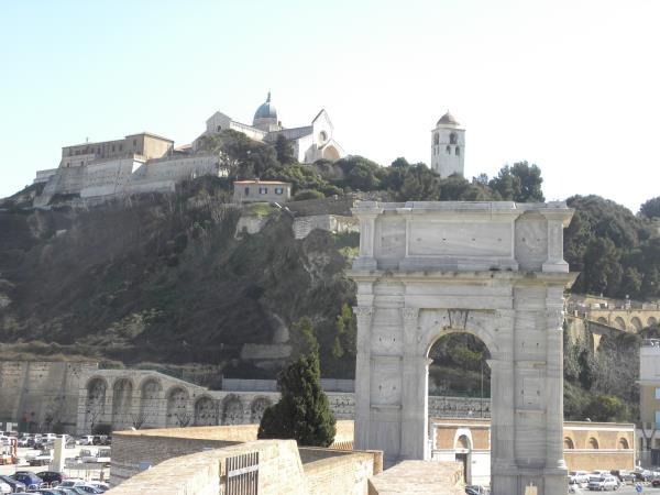 Porto Antico CAMAR Agenzia Doganale ad Ancona