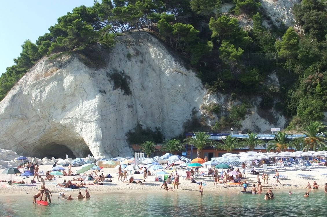 Spiaggia di Sirolo Marche ad Ancona