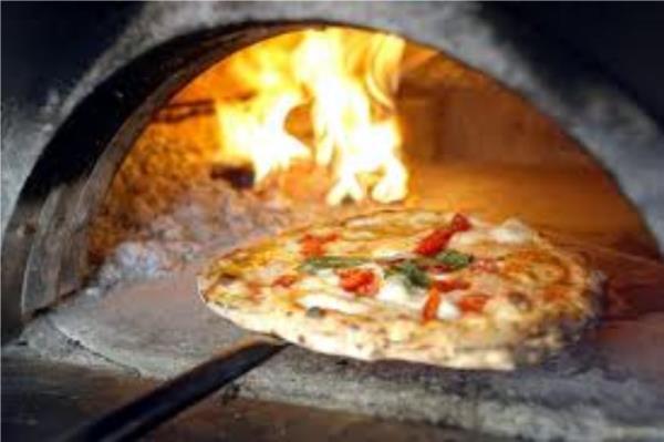 pizza forno a legna Massa
