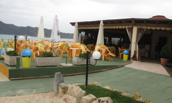 stabilimento balneare con ristorante castiadas