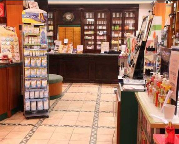 Particolare interno farmacia