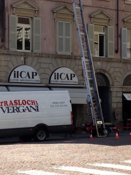 Noleggio scala con operatore Bergamo