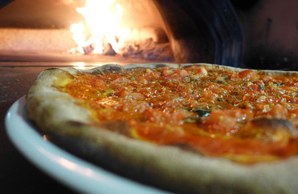 pizzeria Pula con forno a legna