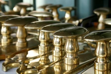 Maniglie e accessori Parma; ferramenta per infissi Parma