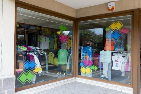 negozio abbigliamento calzature sport
