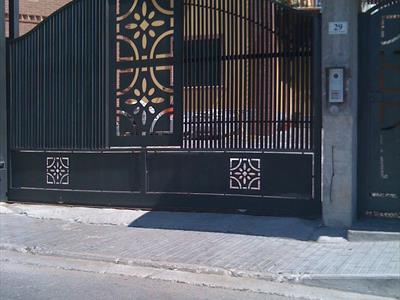 Cancello con decoro geometrico