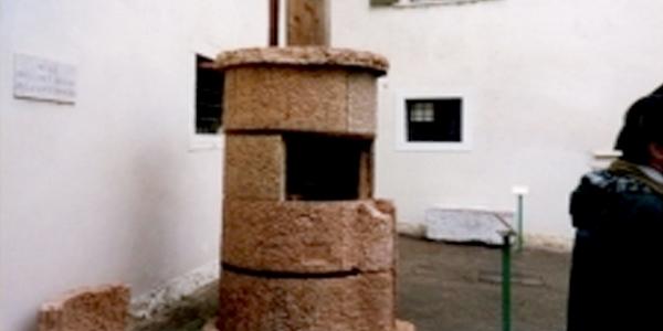 Pozzo in pietra rosso Trento
