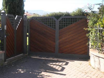 Cancello in legno e ferro
