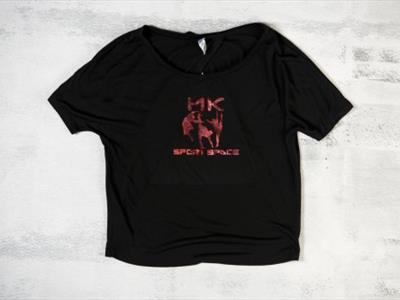 maglietta con logo
