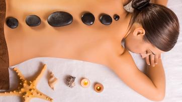 massaggio con pietre calde