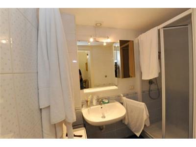 bagno con doccia monolocale barberini Roma