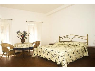 camera da letto matrimoniale monolocale barberini Roma
