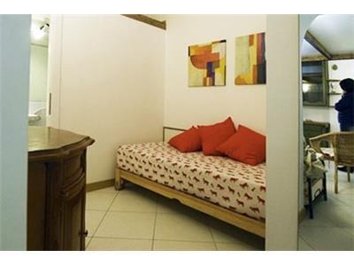 piccola camera da letto bilocale barberini Roma
