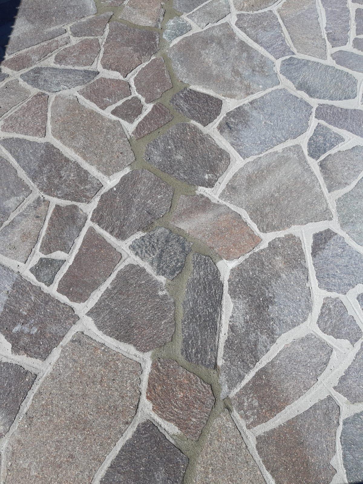 restauro e pulizia di vecchi pavimenti