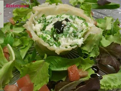 Tartellette di parmigiano con crescenza rucola e balsamico