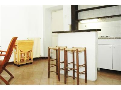 attico monolocale zona pranzo con angolo cottura Trastevere Roma