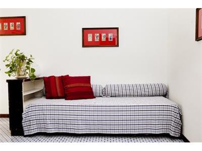 soggiorno con divano letto bilocale trastevere Roma