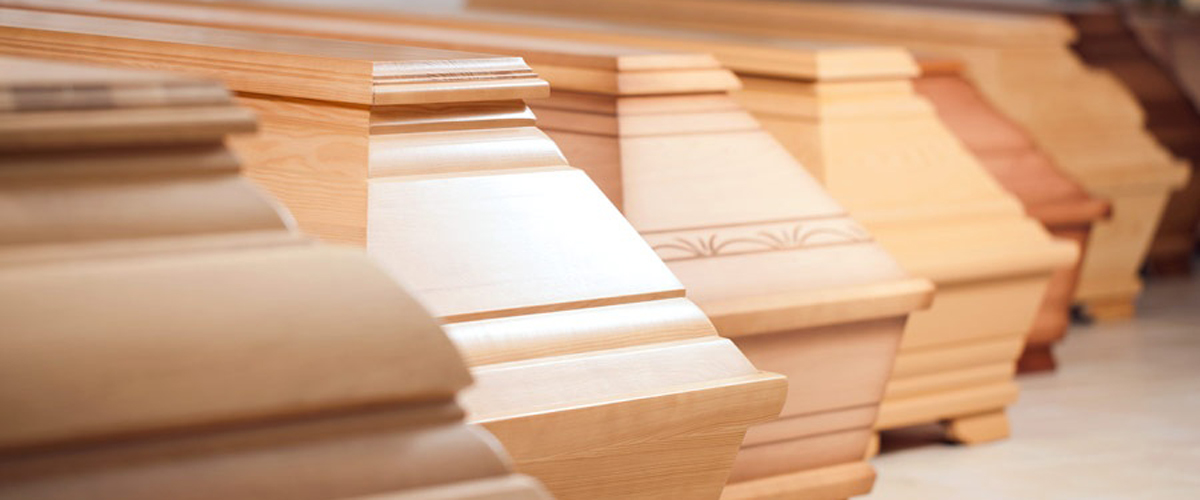 Cofani funebri in legno chiaro