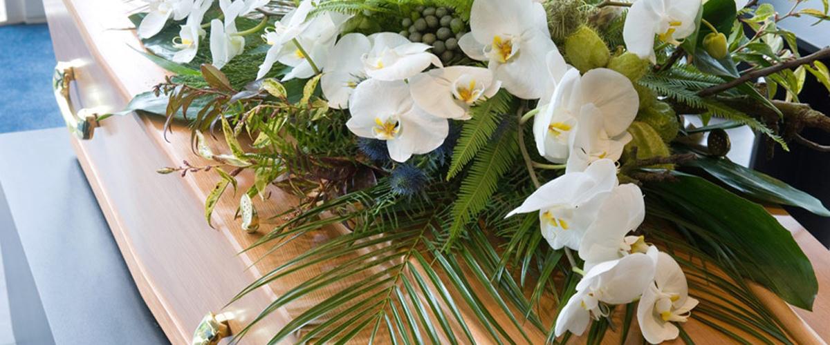 Copricassa con orchidee