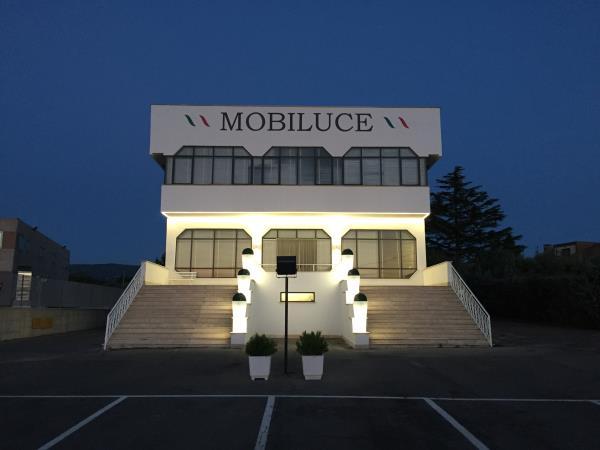 Mobili e lampadari – Negozio a Viterbo