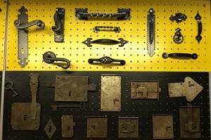 cerniere e maniglie per mobili antichi ferramenta marconi roma eur