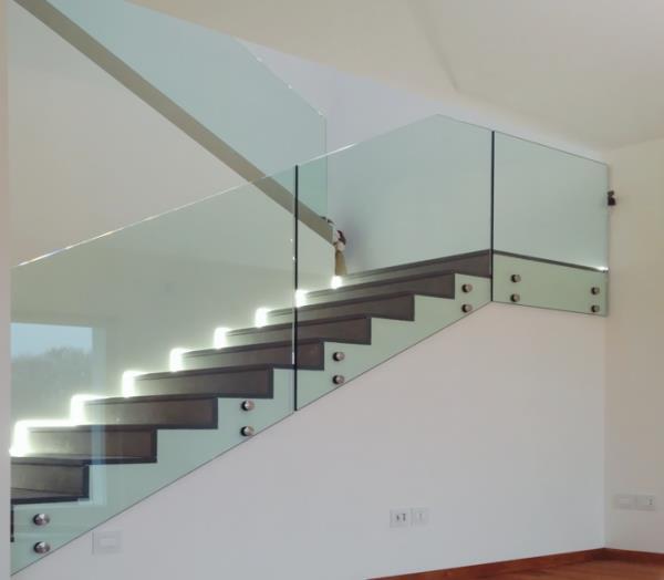 Realizzazione scale da interno in legno e acciaio | Porcia | Pordenone