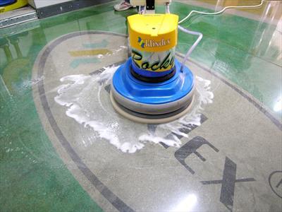 manutenzione pavimenti marmo e legno