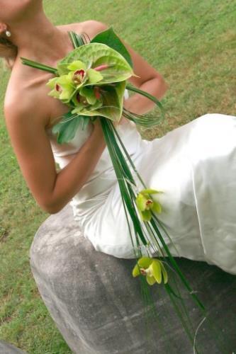 bouquet di rose e anturium verdi