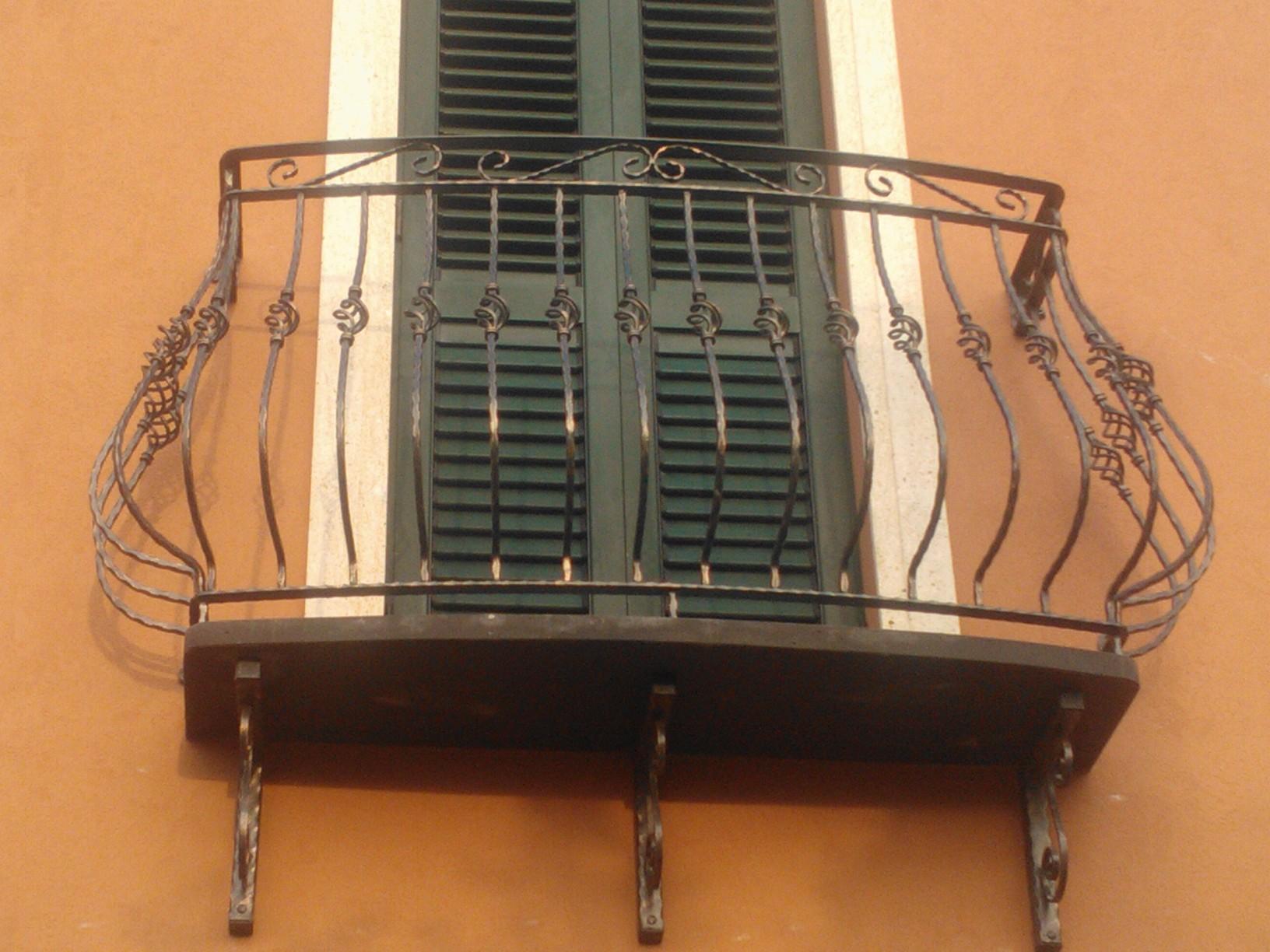 F.LLI CORONA INFISSI | Produzione serramenti e infissi  San Vero Milis Oristano