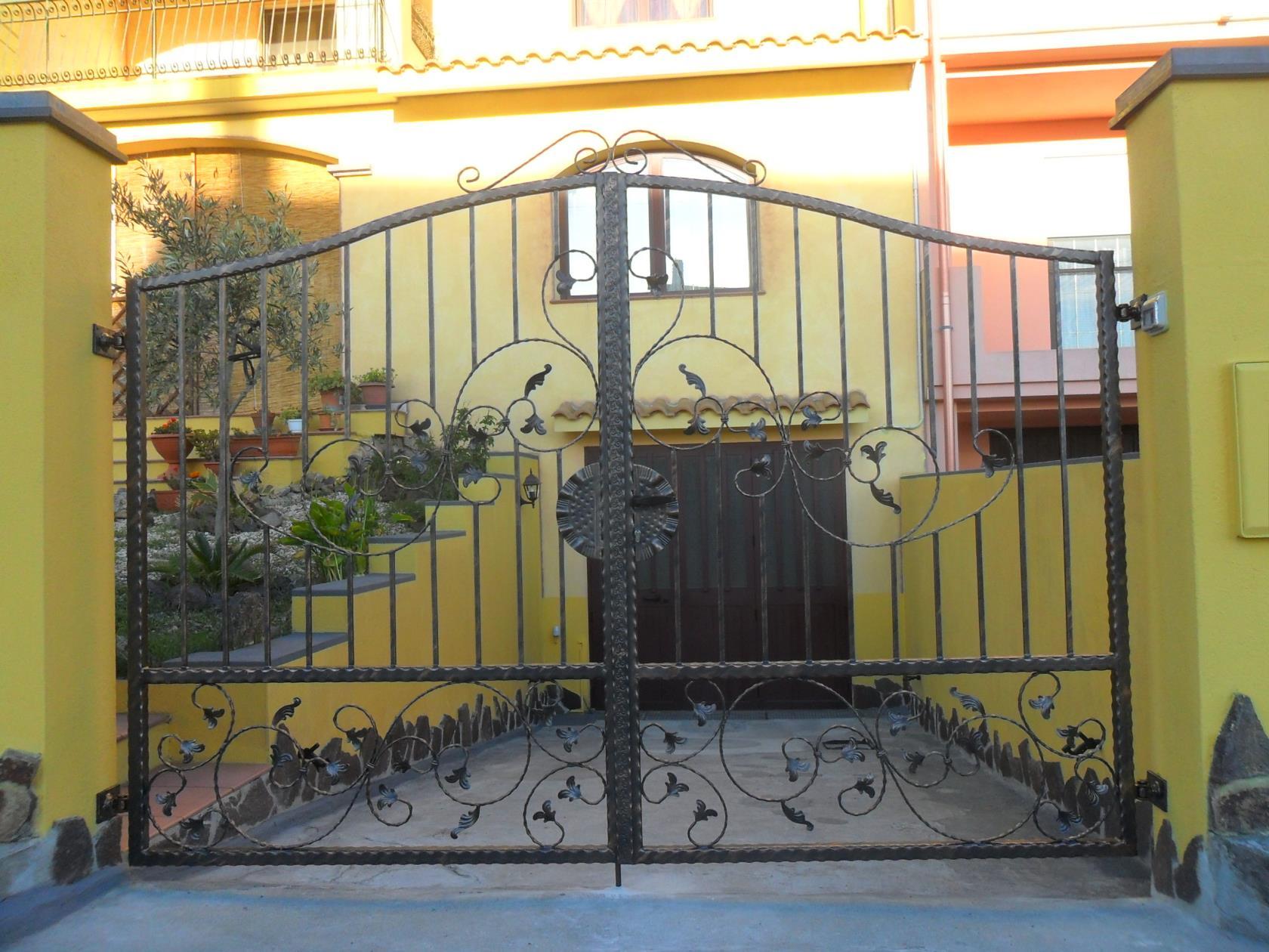 F.LLI CORONA INFISSI | Lavorazione ferro battuto San Vero Milis Oristano