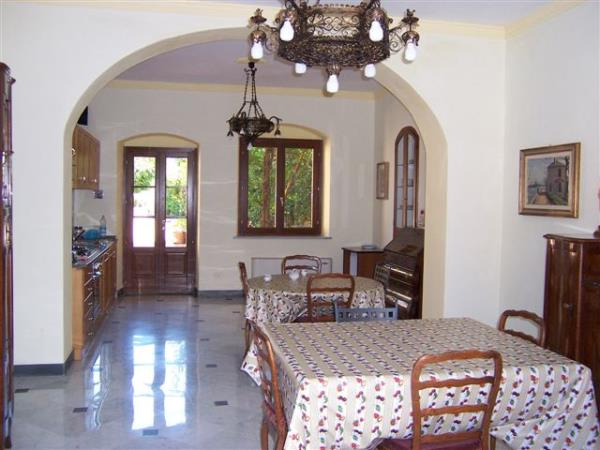 rooms rent in Sarzana