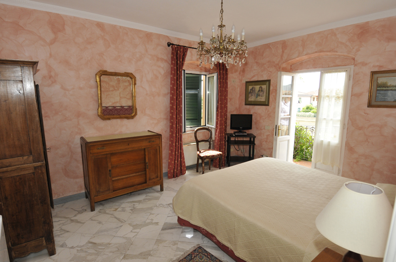 rent rooms in Sarzana