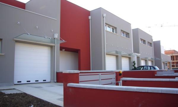 fornitura e posa portoni sezionali commerciali | Sacile (PN) | Fontanafredda (VE)