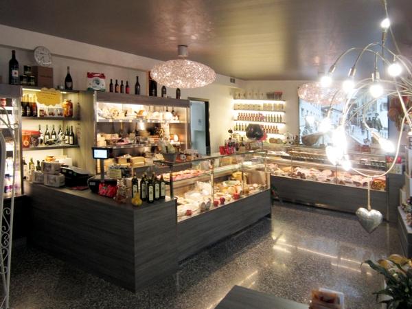 bancone per pasticceria in legno | Scafalature in legno su misura | Nimis | Udine