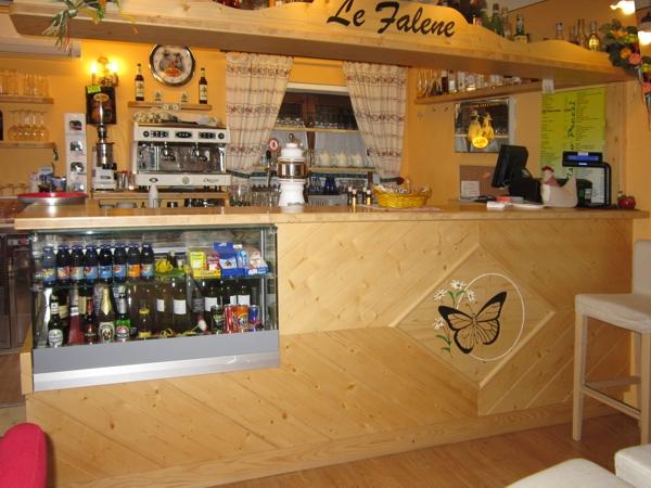 realizzazione mobili in legno per attività commerciali su misura | Nimis | Udine