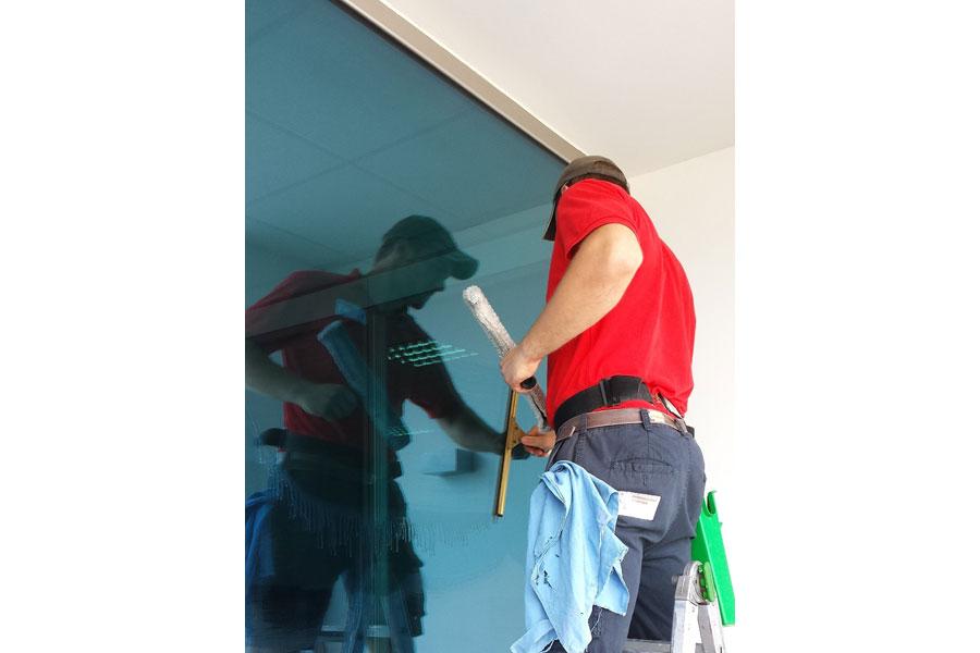 pulizie vetrate con piattaforme aeree