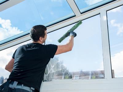pulizia vetrate anche con piattaforme aeree Macerata