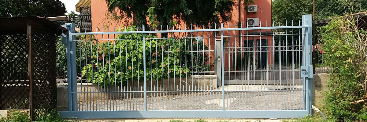 cancello in ferro battuto realizzato da progetto cliente, caprenteria metallica brescia