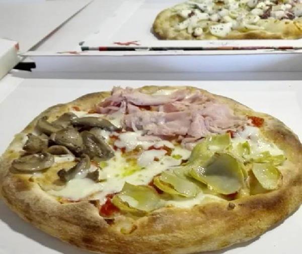pizza cotta a legna pompiano