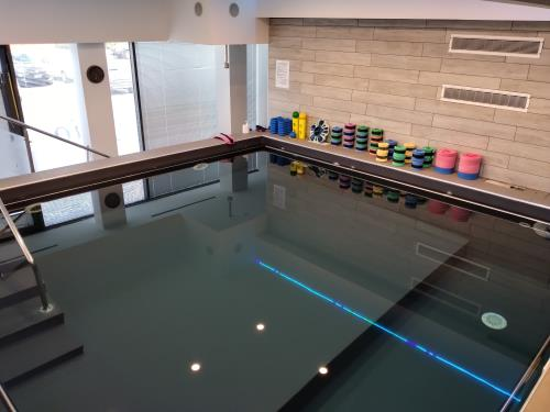 piscina fronte