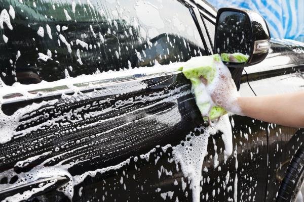 lavaggio completo auto Trieste